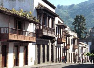 Balcones tipicos canarios en la Villa de Teror